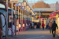Terminal de ônibus ocupado na separação, Croácia foto de stock
