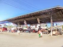 Terminal de ônibus público de Santo Tomas ao longo de Azucena Street, Santo T Fotos de Stock Royalty Free