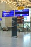 Terminal de aeropuerto e indicador de la mosca de la salida fotografía de archivo libre de regalías