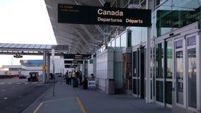 Terminal de aeropuerto para la entrada internacional de la llegada Imágenes de archivo libres de regalías
