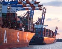Terminal de contenedores del puerto de Hamburgo imagen de archivo