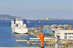 Terminal de contenedores en el acceso de Fukuoka, Japón fotos de archivo libres de regalías