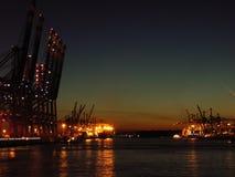 Terminal de contenedores en la noche Fotos de archivo libres de regalías