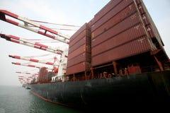 Terminal de contenedores portuaria de China Qingdao Fotografía de archivo libre de regalías