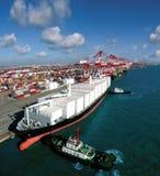 Terminal de conteneur gauche de la Chine Qingdao Photographie stock