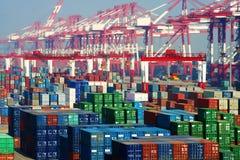 Terminal de conteneur gauche de la Chine Qingdao Image libre de droits
