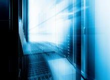 Terminal de controle futurista da gestão do conjunto da supercomputação no centro de dados Borrão de movimento Fotos de Stock