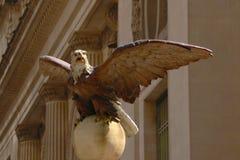 Terminal de ferrocarril de Grand Central en la 42.a calle y Park Avenue en Midtown Manhattan en New York City, Eagle Statue fotografía de archivo