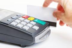 Terminal de paiement et maquette de carte en plastique Photos libres de droits