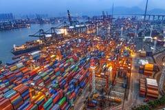 Terminal de récipient en Hong Kong la nuit photographie stock libre de droits