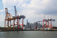 Terminal de recipiente vermelho do gancho em Brooklyn Fotografia de Stock Royalty Free