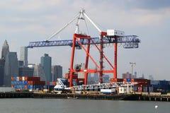 Terminal de recipiente vermelho do gancho em Brooklyn Foto de Stock Royalty Free