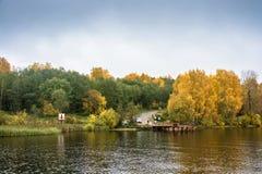 Terminal de transbordadores el río Volga el 15 de octubre de 2017 en Krasnoye o Imagenes de archivo