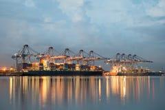 Terminal del cargo de Singapur, uno de los puertos más ocupados del mundo, Imágenes de archivo libres de regalías