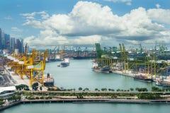 Terminal del cargo de Singapur, uno del puerto más ocupado Imagenes de archivo
