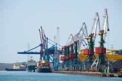Terminal del cargo en el ruso Vladivostok imagen de archivo
