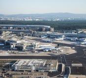 Terminal 1 en salida del sol en Francfort Imagen de archivo libre de regalías