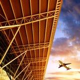 Terminal et avions d'aéroport de Shenzhen Images stock