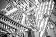 Terminal, forged stalowa struktura, metalu dach z metali barami i Fotografia Stock