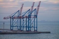 Terminal industrial do porto dos bastões n do recipiente fotos de stock
