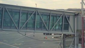 Terminal jetway d'aéroport banque de vidéos