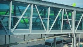 Terminal jetway del aeropuerto almacen de metraje de vídeo