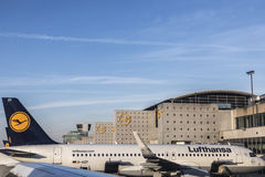 Terminal 1 with Lufthansa aircrafts in Frankfurt Stock Photos