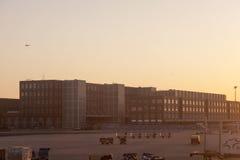 Terminal 2 no nascer do sol em Francoforte Fotos de Stock Royalty Free