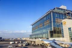 Terminal 1 no nascer do sol em Francoforte Imagens de Stock