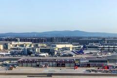 Terminal 1 no nascer do sol em Francoforte Fotografia de Stock Royalty Free