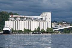 Terminale del grano del ` s di Seattle su Elliott Bay Fotografie Stock Libere da Diritti