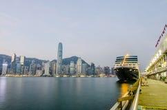 Terminale dell'oceano del porto di embarkment del bacino della nave da crociera Fotografia Stock