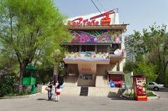 Terminale della linea della cabina di funivia alla montagna di Kok-Tobe a Almaty Fotografia Stock Libera da Diritti