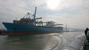 Terminale di Bremerhaven della nave porta-container fotografia stock