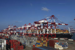 Terminale di contenitore della porta della Cina Qingdao Fotografia Stock Libera da Diritti