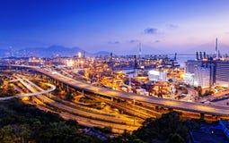 Terminale di contenitore e ponte dello scalpellino in Hong Kong Fotografie Stock