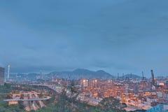 Terminale di contenitore e ponte dello scalpellino in Hong Kong Immagine Stock
