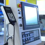 Terminale di controllo a macchina moderno con il monitor e la tastiera Immagine Stock Libera da Diritti