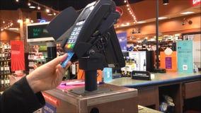 Terminale di pagamento con carta di credito Pagamento di trasferimento stock footage