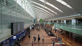 Terminale domestico dell'aeroporto di Haneda stock footage