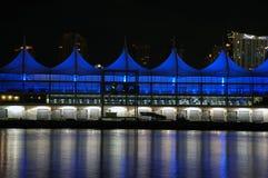 Terminale vuoto della nave da crociera alla notte Fotografie Stock Libere da Diritti