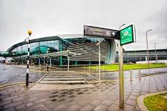 Terminalen 2 Dublin Airport ger flygplanparkering för smalt kroppflygplan som kan behandla upp till 1 Royaltyfria Foton