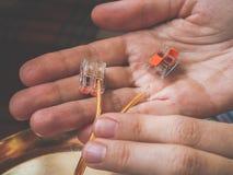 Terminaler för förbindande trådar elektriskt kontaktdon arkivfoto
