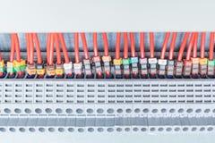 Terminales eléctricos del alimentador a través de la porción, dispuestos en fila Imagenes de archivo