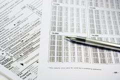 Terminando formulários de imposto Imagem de Stock Royalty Free