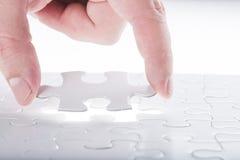 Terminez le puzzle denteux manquant Photographie stock libre de droits