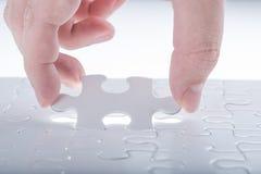 Terminez le puzzle denteux manquant Photo libre de droits
