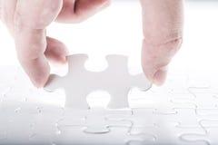 Terminez le puzzle denteux manquant Photos stock