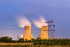 Termisk kraftverk på noght Royaltyfri Bild