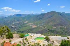 Termisk mineralisk vår och den konstgjorda pölHierve el aguaen, Oaxaca, Mexico 19th Maj 2015 Arkivbilder